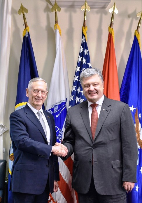 Poroshenko expects U.S. decision on defensive arms for Ukraine by October