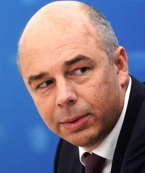 Oil price slide and sanctions 'cost Russia $140bn'