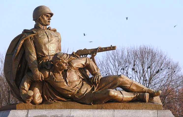 Poland passes law on demolishing Red Army monuments