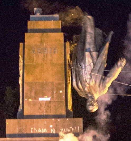 Destruction of Kharkiv's huge Lenin statue sends a message to Moscow