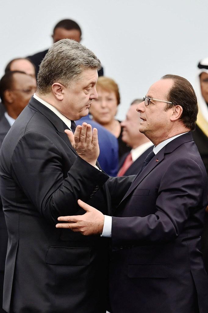 Poroshenko uses Paris COP21 for whirlwind of meetings with world leaders