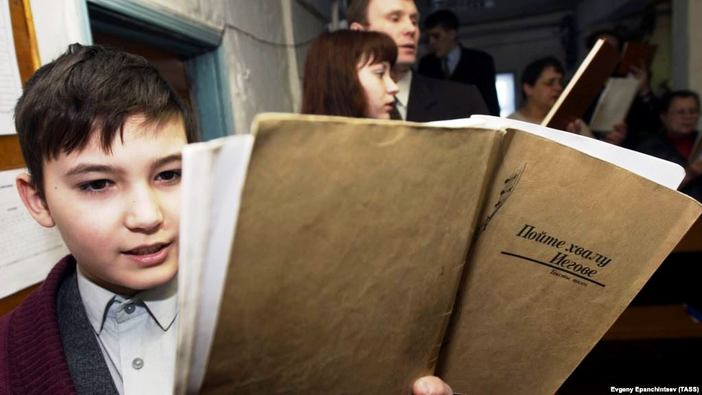 Russian Jehovah's Witnesses Report Wave Of Police Raids, Detentions