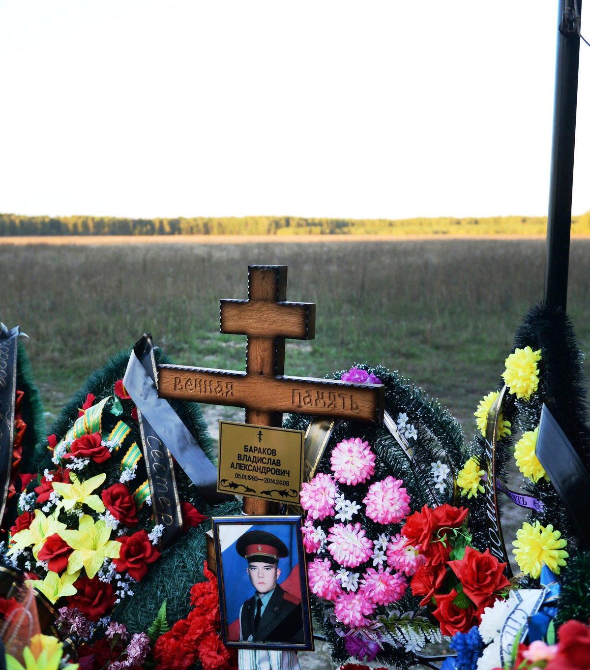 Soldiers' graves bear witness to Russia's role in Ukraine