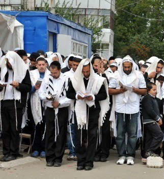 Ukraine official says Uman Hasidic pilgrims may carry Ebola virus