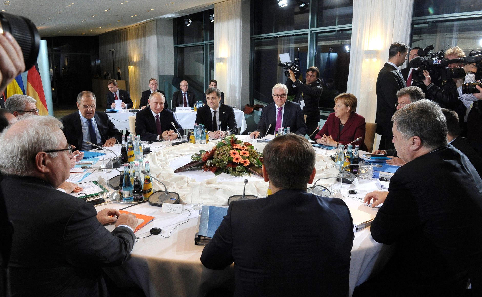 Merkel and Hollande threaten new Russia sanctions