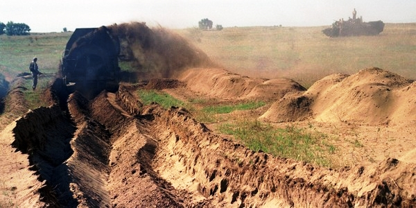 FSB claims Russia building fence and trenches on Ukrainian border