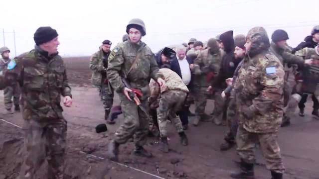 Ukraine Suspends Cargo Traffic to Crimea Amid Blackout