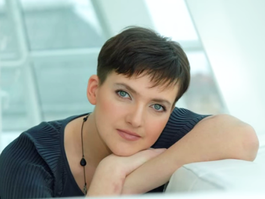 Ukrainian pilot Nadiya Savchenko arrives back in Kyiv after exchange deal