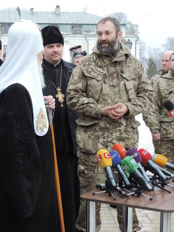 Patriarch Filaret blesses ambulances for Ukrainian Army and awards volunteers