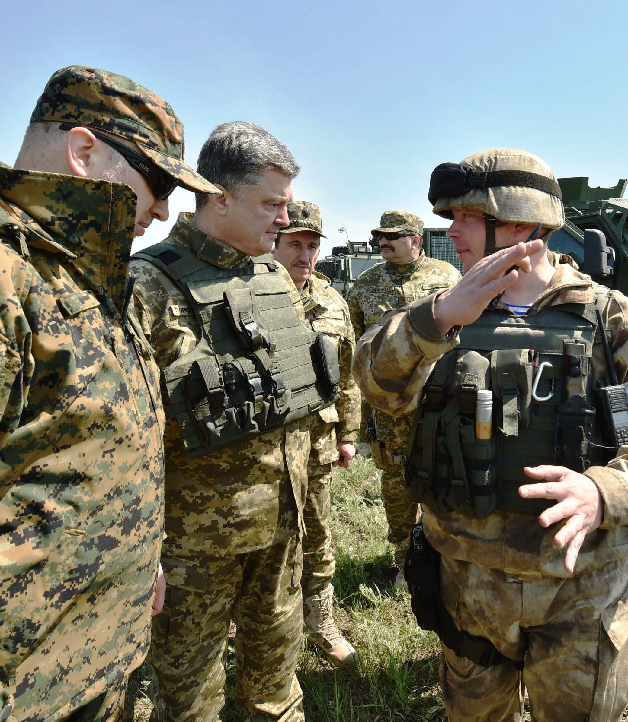 Poroshenko say martial law ready if troops attacked