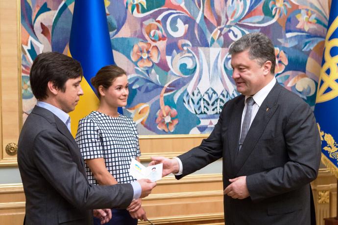 Poroshenko grants Ukrainian citizenship to Maria Gaidar and Vladimir Fedorin