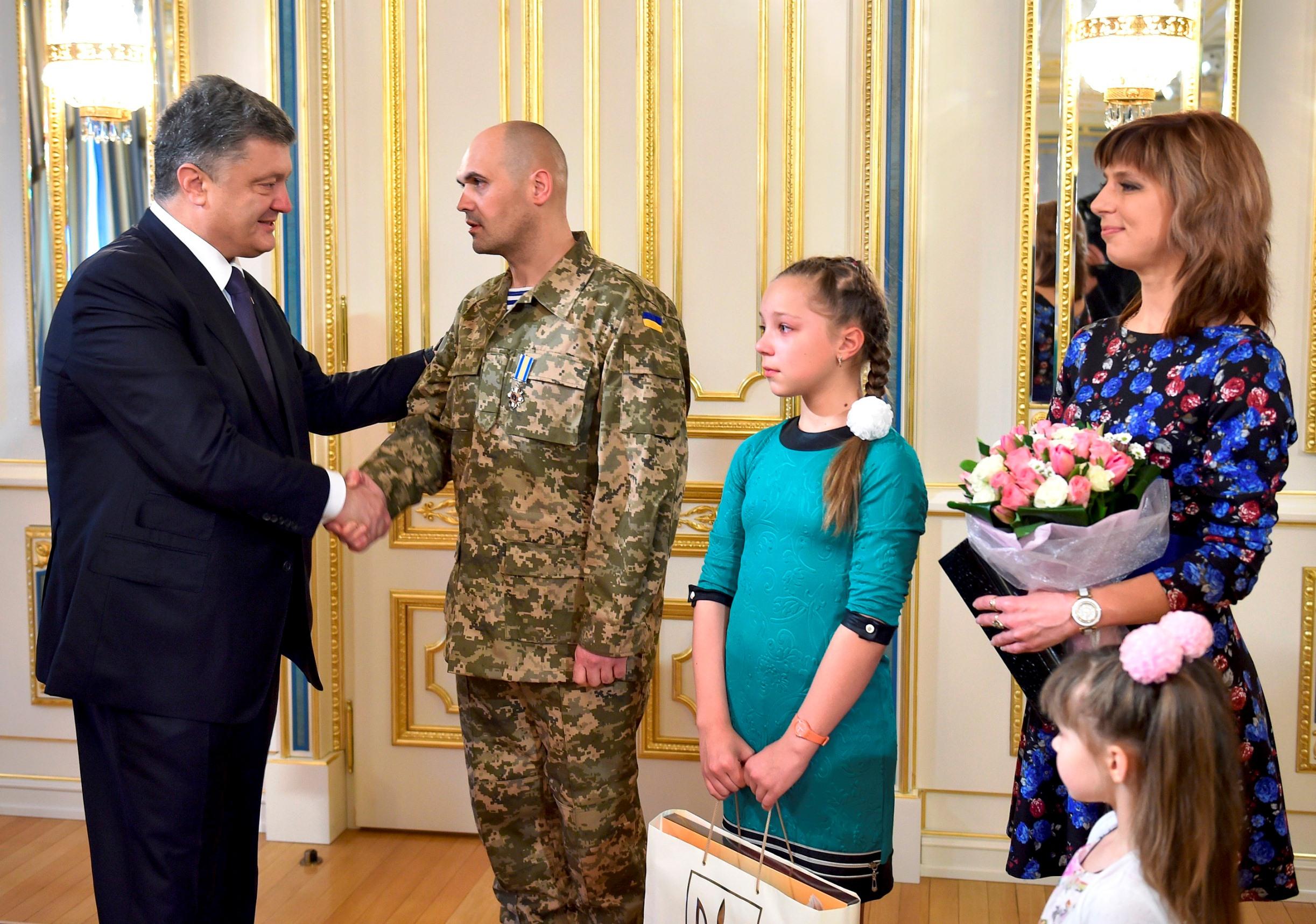 "President presents ""For Courage"" award to commander of ""cyborgs"" Oleh Kuzminykh"