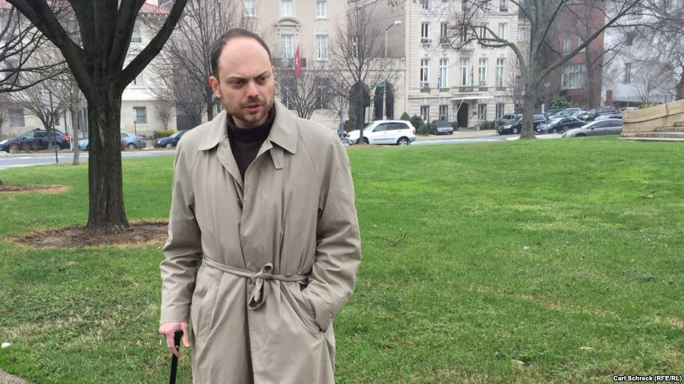 Wife Says Kremlin Critic Diagnosed with 'Acute Poisoning'; Blood Samples Sent to Israeli Lab