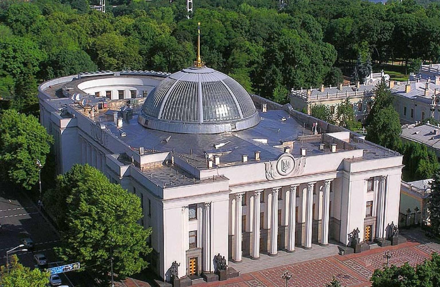 Ukraine MPs adopt populist law targeting banks