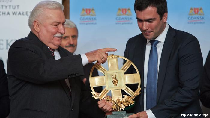 Ukraine's pro-Europe movement gets Lech Walesa's human rights award