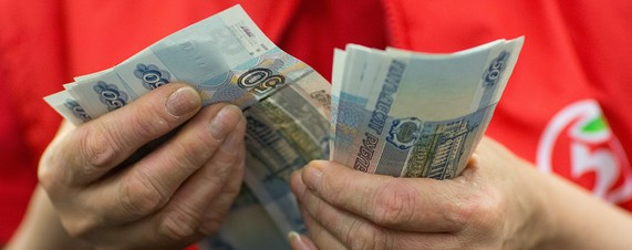 Ruble hits new low as Ukraine tensions rise