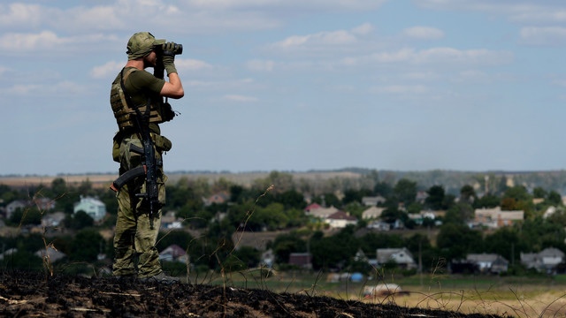 Ukraine warns of escalation as Obama set to visit region