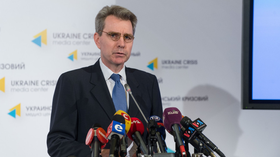 "US Ambassador to Ukraine Geoffrey R. Pyatt: ""Putin can stop this with one phone call"""