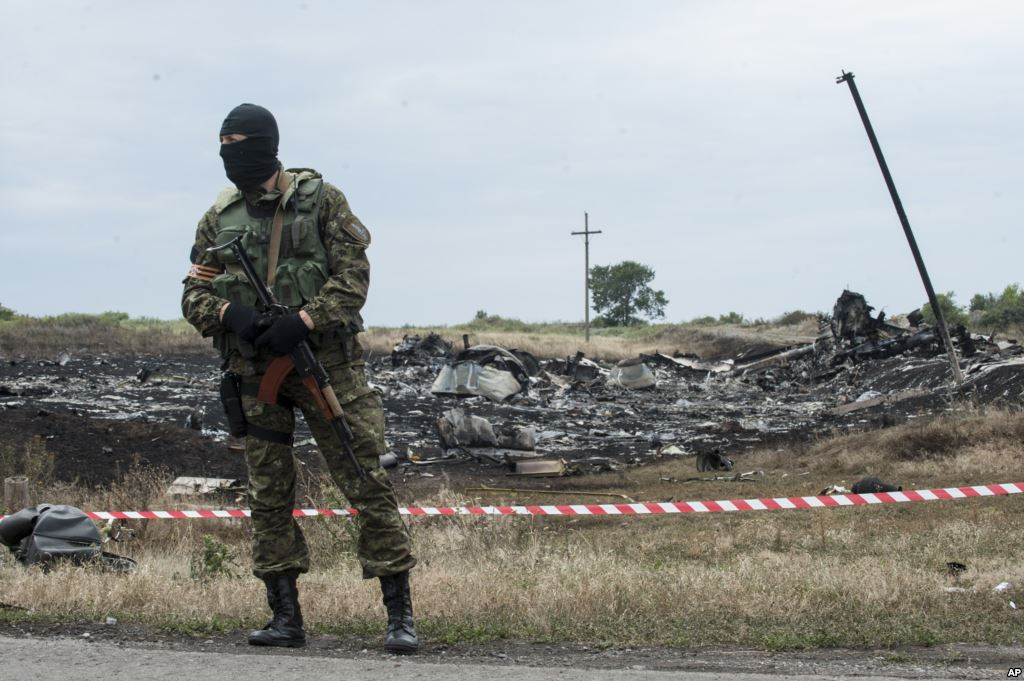 Ukraine reports heavy fighting around Malaysia Airlines crash site
