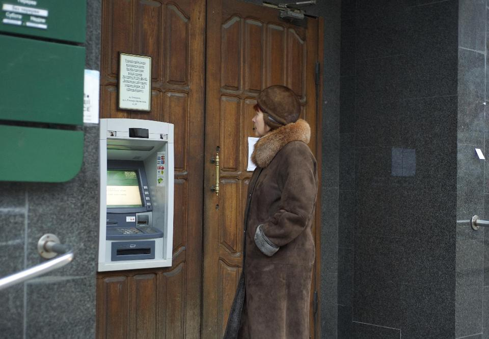 Cash cut to Ukraine rebel areas in risky strategy