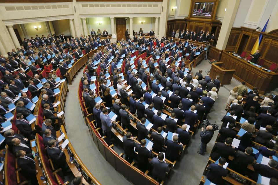 New Ukraine parliament called to fight corruption